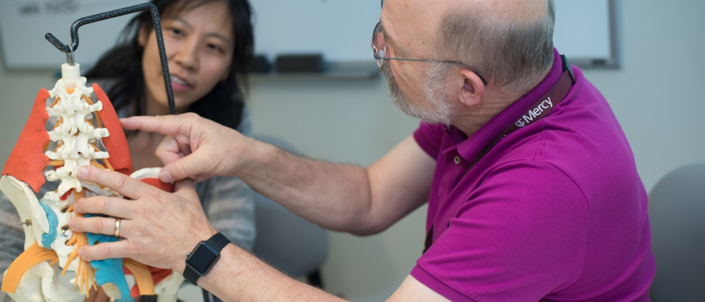 Ling Cao and Stephen Hull work in a lab