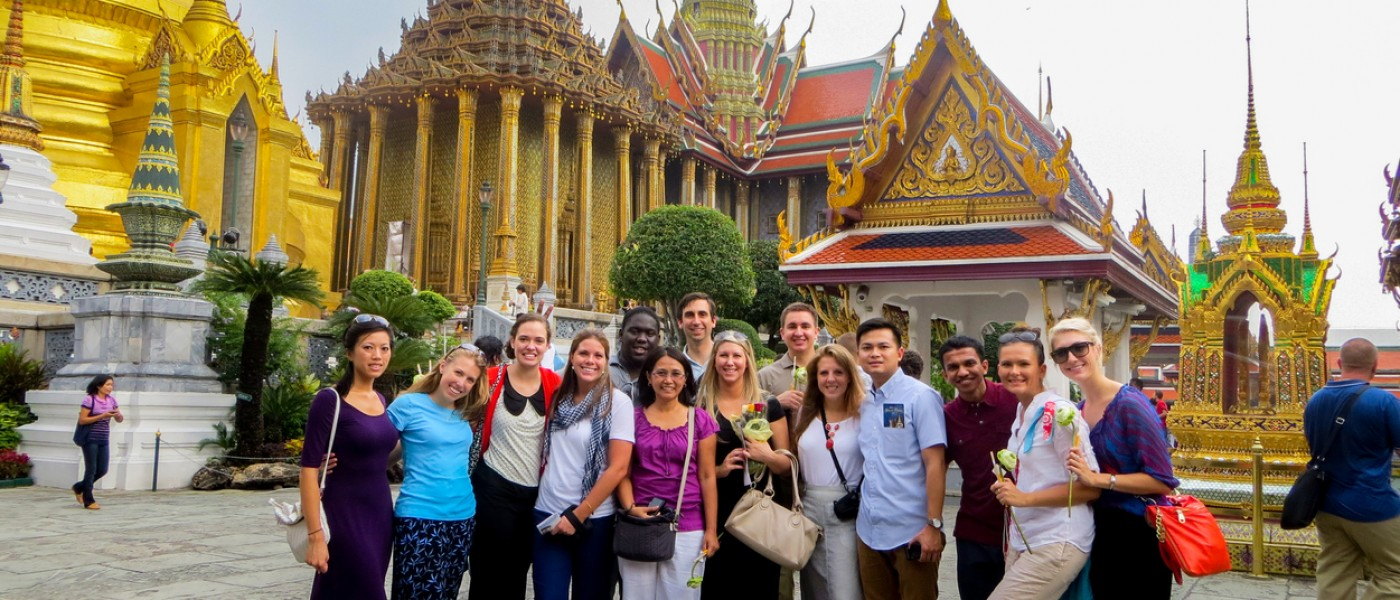 UNE Students in Thailand