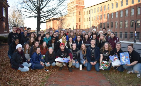 Class of 2022 students gathered in Biddeford to spread holiday cheer during service event